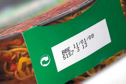 Marquage jet d'encre sur carton d'emballage de plat préparé
